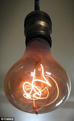 Mentol lampu tertua di dunia berusia 110 tahun