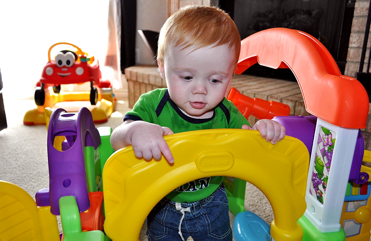 Help your child develop important motor skills- Simulate and Grow with the Little TikesActivity Garden for Ages 6 months- 3 years. #sponsored