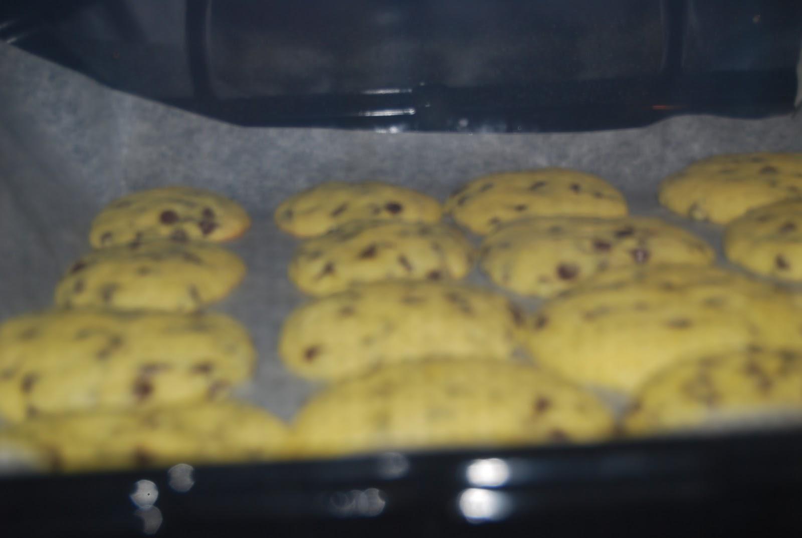 biscotti con gocce di cioccolato (cookies americani)