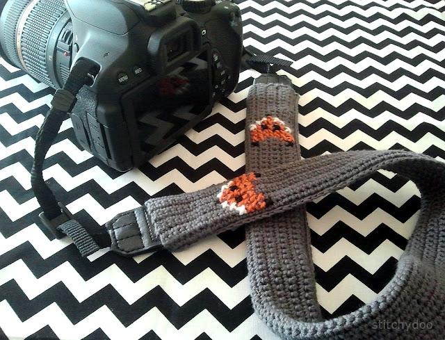 Gehäkeltes Kameraband mit Fuchs Kreuzstich