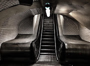 JAMES STARTT : PARIS METRO. Parisbased American photographer James Startt . (paris metro)