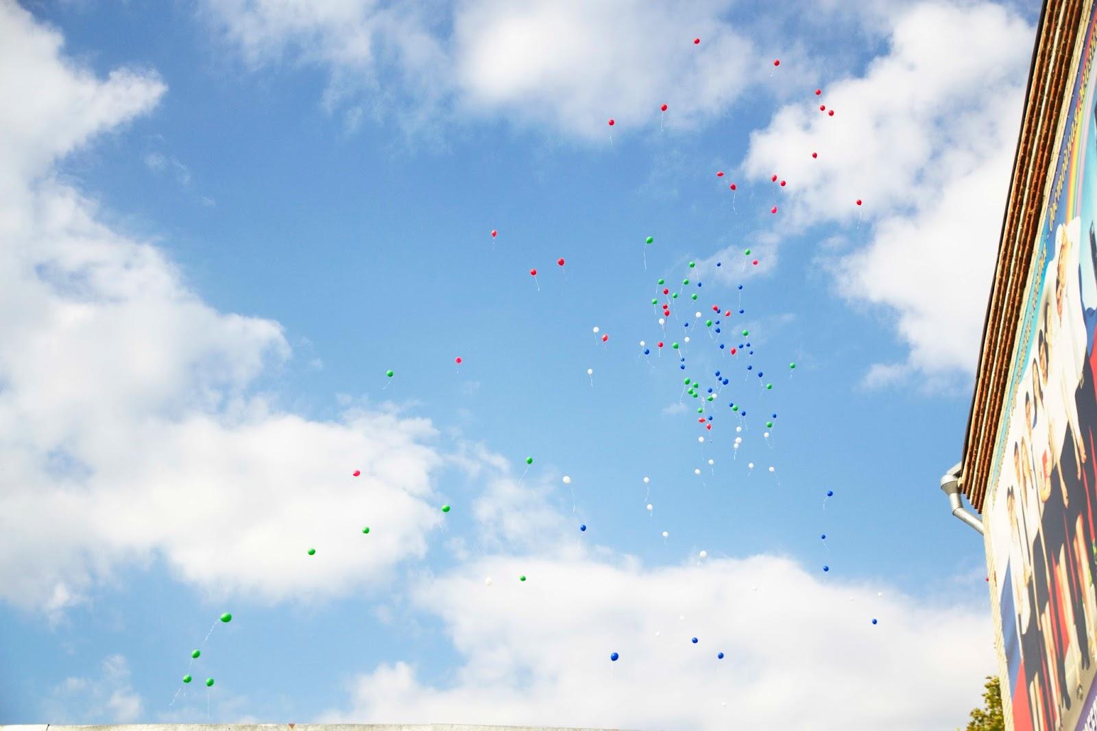 1 сенятября, праздник, воздушные шары в небе
