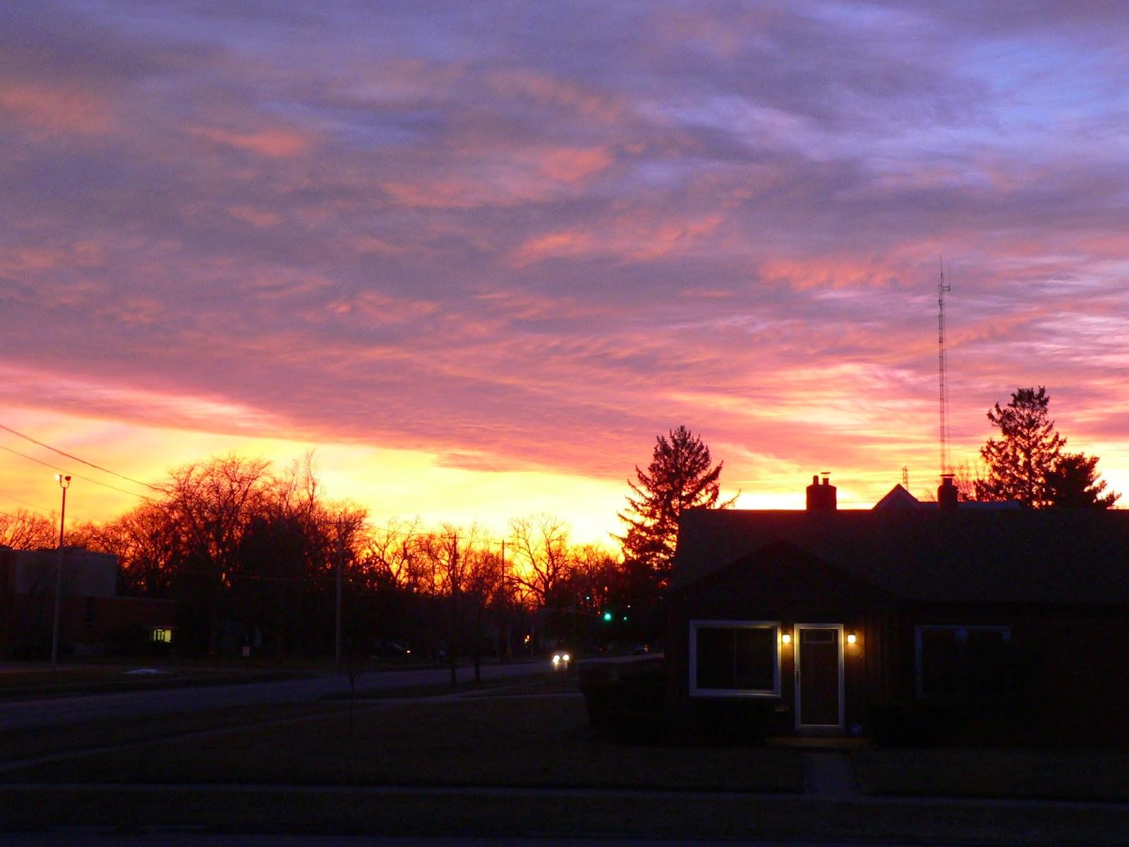 ef64f6617a Este nyolckor, kilátás a házunkból: nagyon szép a naplemente (a valóságban  még ennél egy kicsit lilásabb volt...)