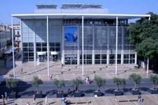 Le carré d'Art à Nîmes, lieu du Festival de la Biographie