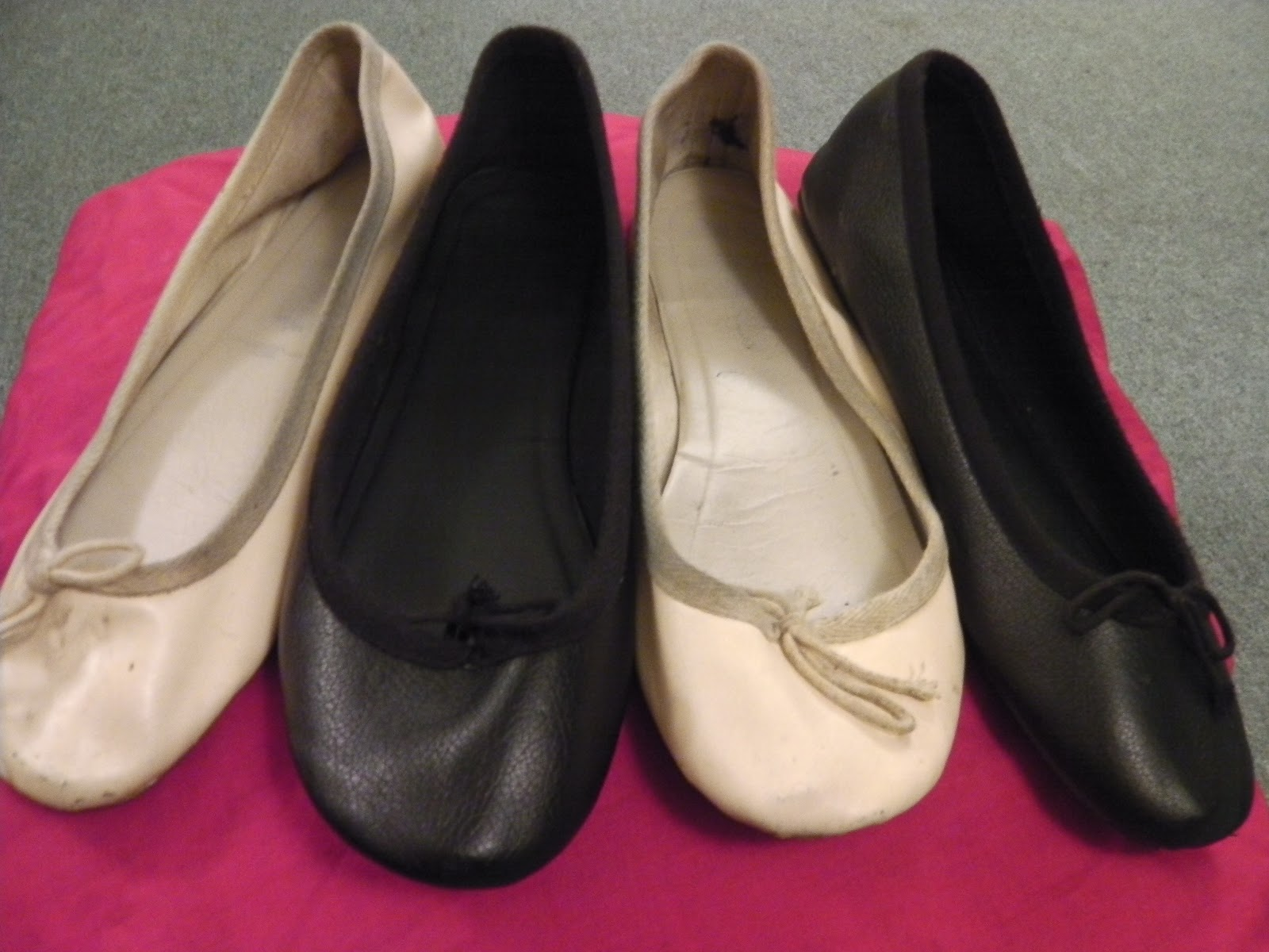 Bloch has been making professional quality soft ballet shoes since . BLOCH's ballet shoe collection today includes designs perfect for the beginner student all the way through to the professional dancer. Hand made in high quality leather, satin or canvas, our ballet shoes are built to meet the highest demands of.