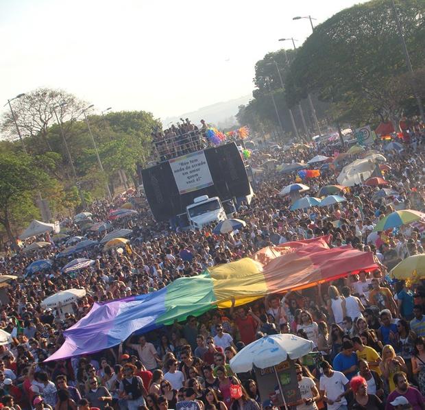 Na última quinta-feira, 11/04, Julio Cardia, da organização da Parada do Orgulho LGBTS de Brasília anunciou que a 16ª edição do evento será no dia 08 de setembro, ainda segundo Cardia, já está tudo encaminhado para a realização da maior manifestação LGBT do Distrito Federal. Também durante a mesa setorial de diálogo, Evaldo Amorim, presidente do Grupo Elos, divulgou as datas das Parada de Sobradinho no dia 21 de julho e Ceilândia no dia 18 de agosto, e no dia 15 de setembro tem a de Taguatinga, segundo Fabinho, que faz parte da organização do evento. (Foto: Arquivo/Hernanny Queiroz/Gay1)