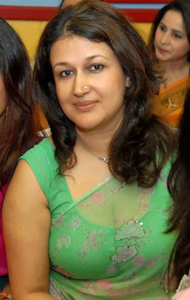 Indian Bhabhi Down Blouse Transparent Saree