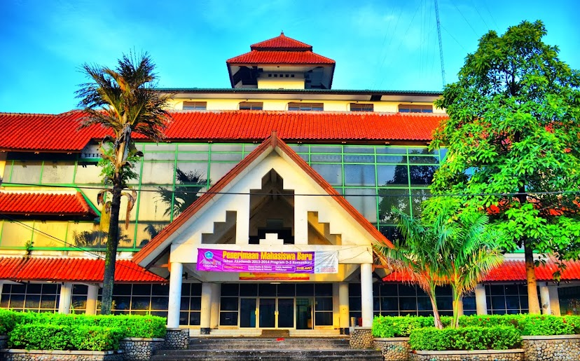 KAMPUS-KAMPUS INDONESIA