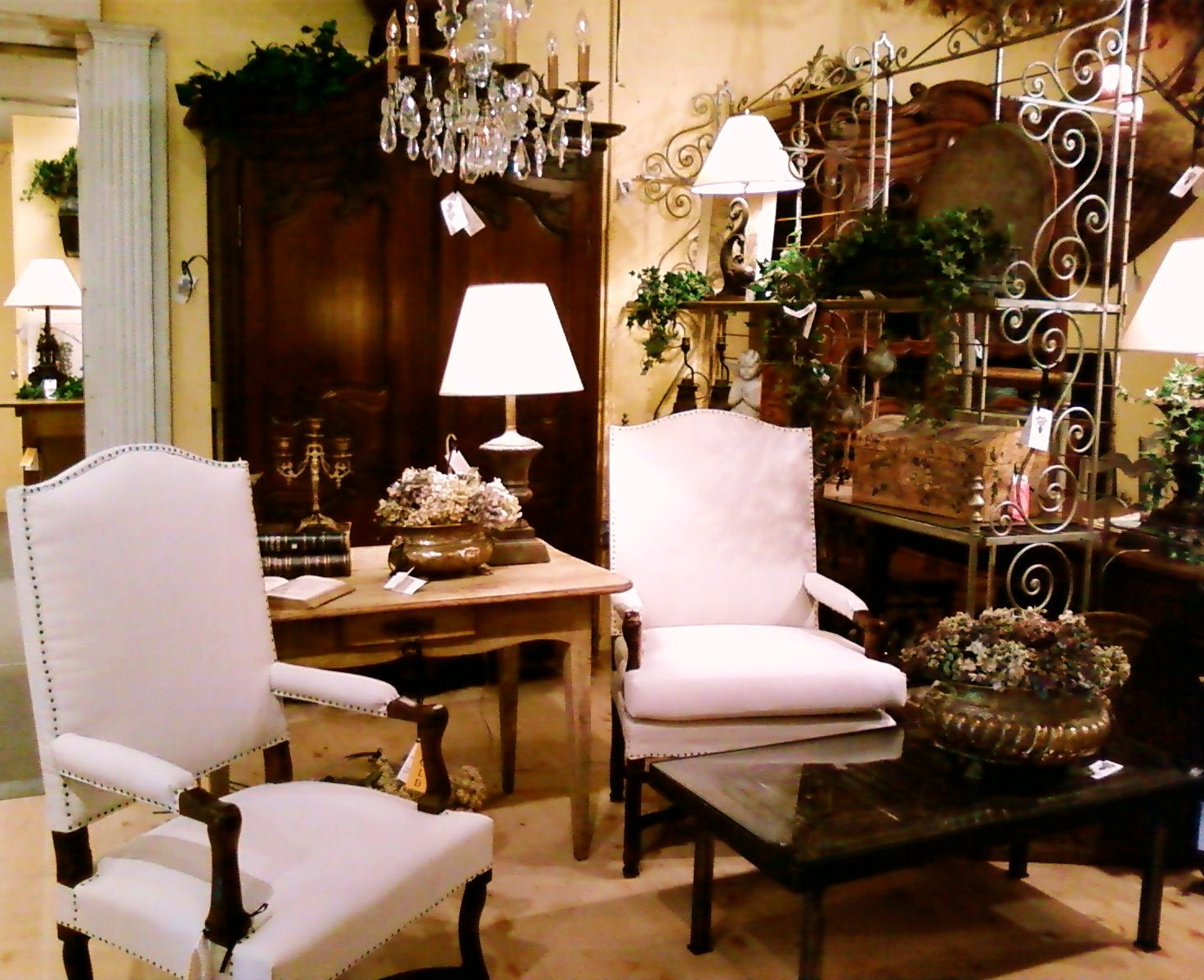 Home and decor furniture for French style furniture stores