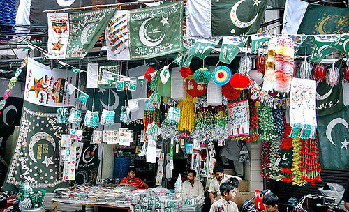 Mad news pakistanis across the globe celebrating 64th for Home decorations pakistan