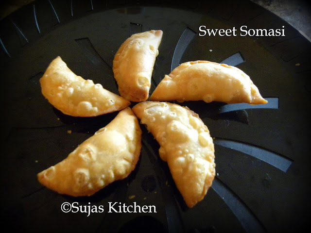 Sweet Somasi (Karjikai) with a easy filling.