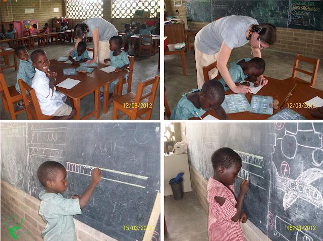I bambini della scuola togolese studiano in classe