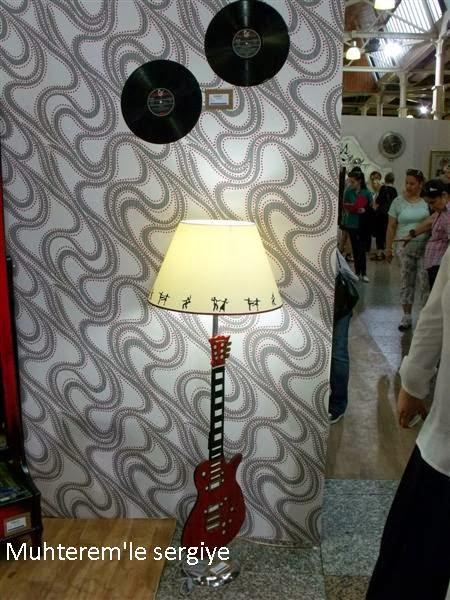 Gitar temalı lambader