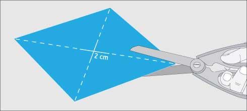 Cortar las líneas para hacer el remolino de papel
