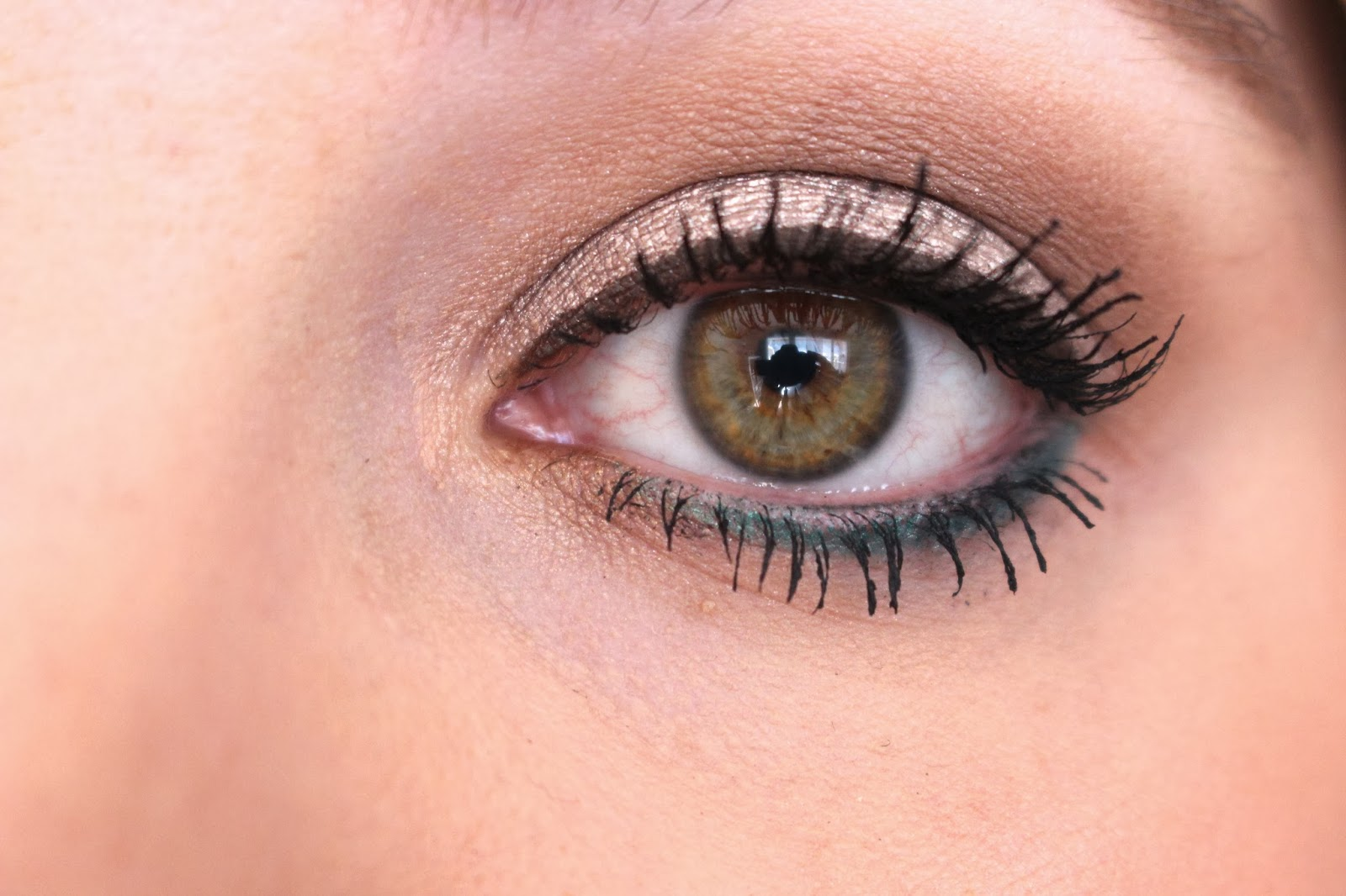 pop-of-color-eye-makeup-look-2