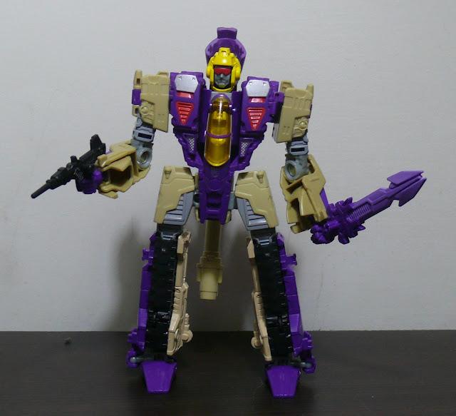 Blog Transformers.com: 1002: Blitzwing Generations