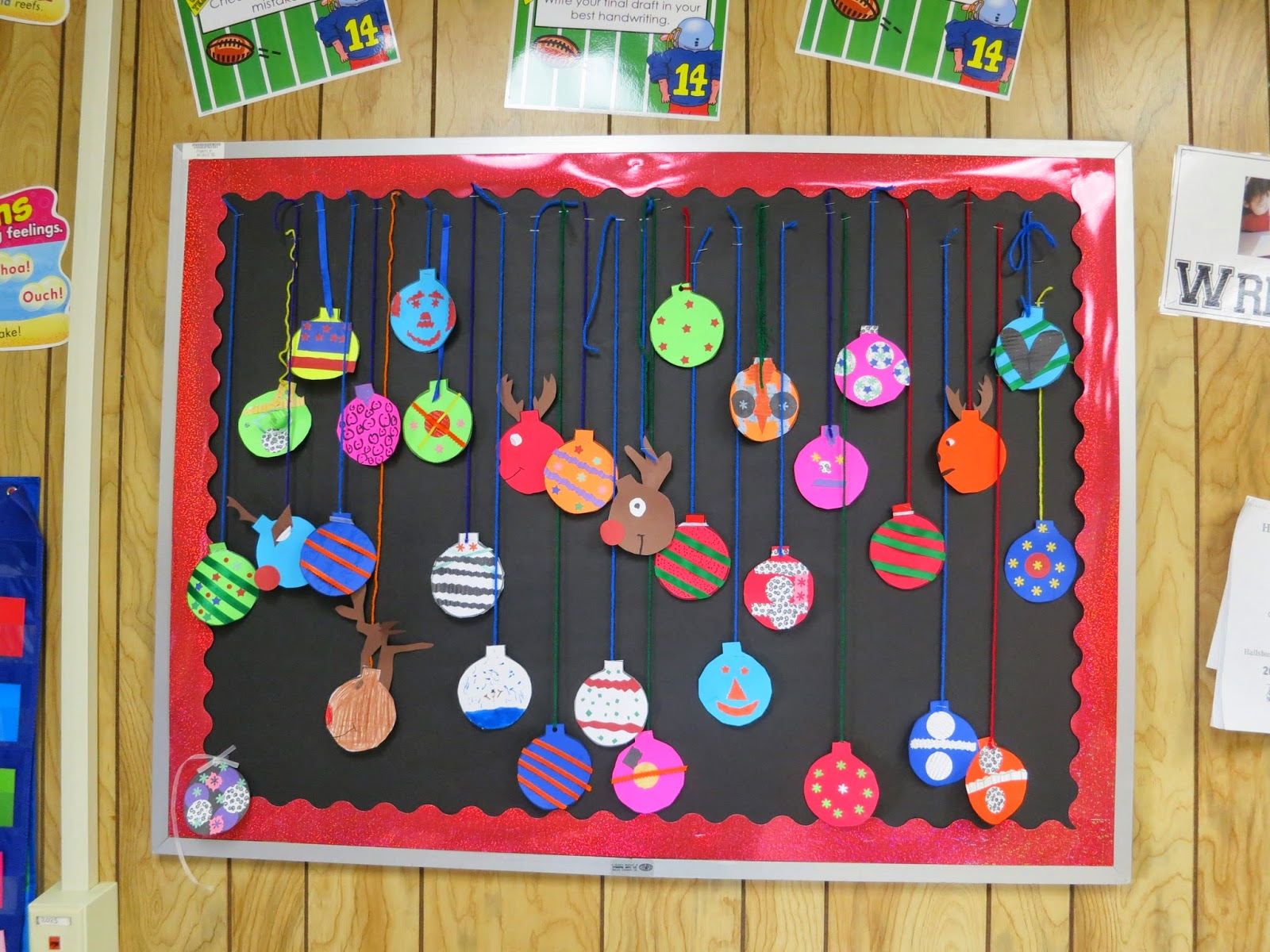 idea from httpfirstgradeblueskiesblogspotcom201312easy ornament bulletin board freebiehtml - Christmas Bulletin Board Decorations