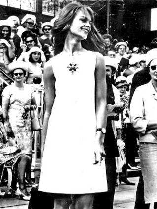 Jean Shrimpton at Melbourne races