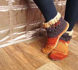 обувь ручной работы,обувь для дома,тапочки домашние,тапочки вязаные, подарок, купить тапки,домашние тапки,тапки в подарок, нежные тапочки, красивые тапочки, тапочкиспожки,домашняя обувь,тапки тапки домашние, сапожки для дома,сапожки ручной работы,сапожки вязаные, меланжевая пряжа