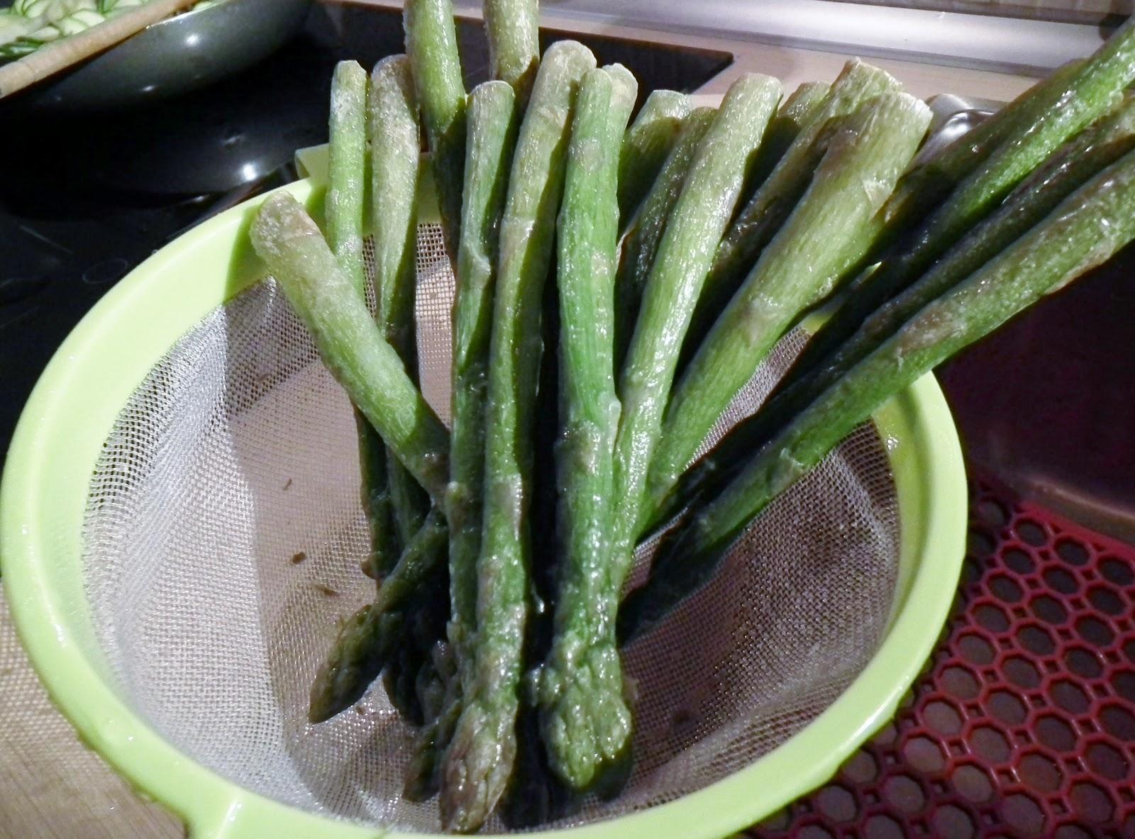 arrotolato di tacchino con asparagi e parmigiano