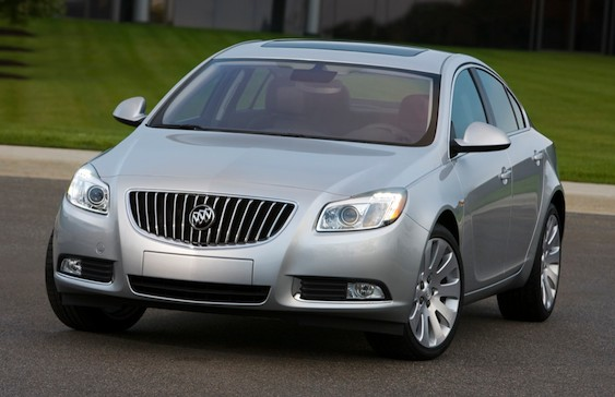 Front 3/4 view of silver 2011 Buick Regal