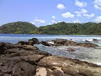 Keindahan Luar Biasa di Pantai Wediombo