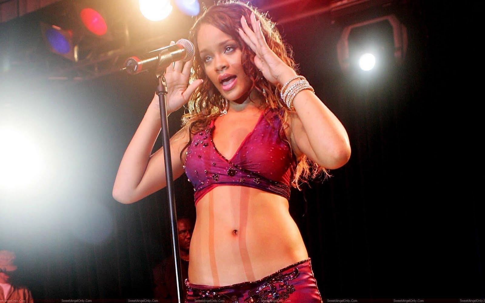 http://2.bp.blogspot.com/-A9jKYjMgR7k/TgChCUxefGI/AAAAAAAAFvM/QXFN7cwHZio/s1600/rihanna_singing_wallpaper.jpg