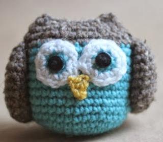 http://translate.googleusercontent.com/translate_c?depth=1&hl=es&rurl=translate.google.es&sl=auto&tl=es&u=http://www.repeatcrafterme.com/2012/06/crochet-owl-family-amigurumi-pattern.html&usg=ALkJrhg1DYXqvIaflPYoq-o9IV3iY6HuFQ