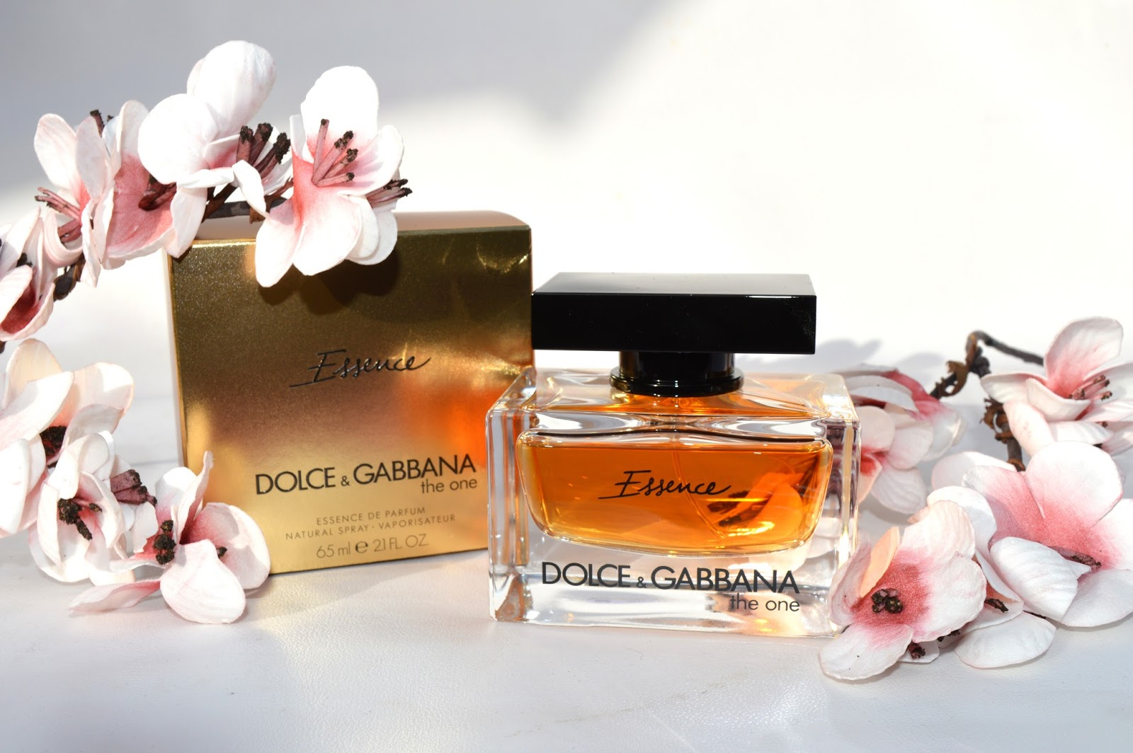 Art, This is Art  Dolce and Gabanna, The One Essence   The One eau ... c4baf476b396