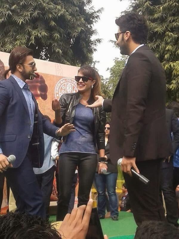 http://2.bp.blogspot.com/-AAPD5HCHqFI/UvjLiOMyqRI/AAAAAAAAkFA/W6sM6p3tr-U/s1600/Gunday+Movie+Team+at+Delhi+For+Promotion+(2).jpg