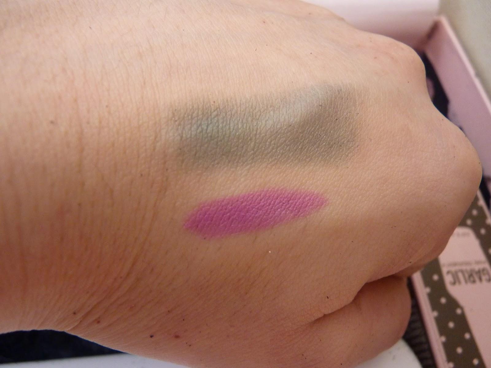 swatch make up, swatch, maquillage, jumbo, crayon lèvres, rouge à lèvre, avril, coquette, fard à paupière, vert foncé, vert spin.
