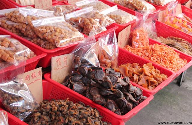 Marisco seco a la venta en el pubelo Tai O de Hong Kong