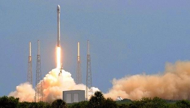 Μια εκτόξευση ενός πυραύλου Falcon 9 της SpaceX από το Κανάβεραλ.