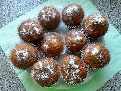 Migdałowe muffiny z rodzynkami.