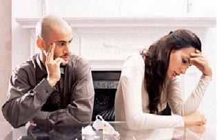 كيفية التعامل مع غيرة الرجل من نجاح المرأة  - رجل يكره امرأة