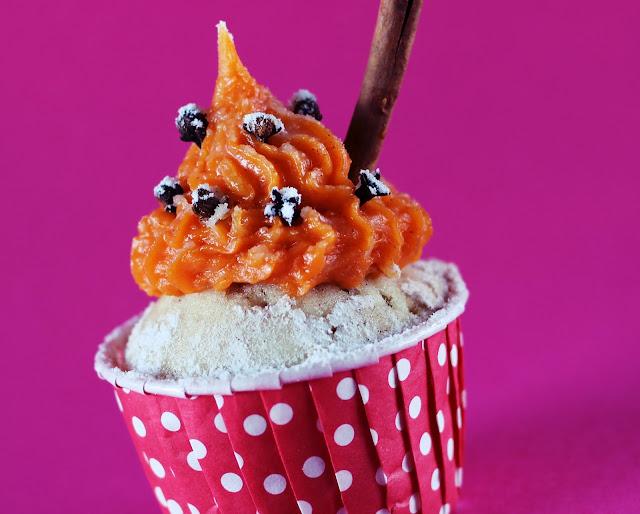 """""""Cupcake de canela com doce de abóbora para festas juninas"""" """"cupcake festa junina"""""""