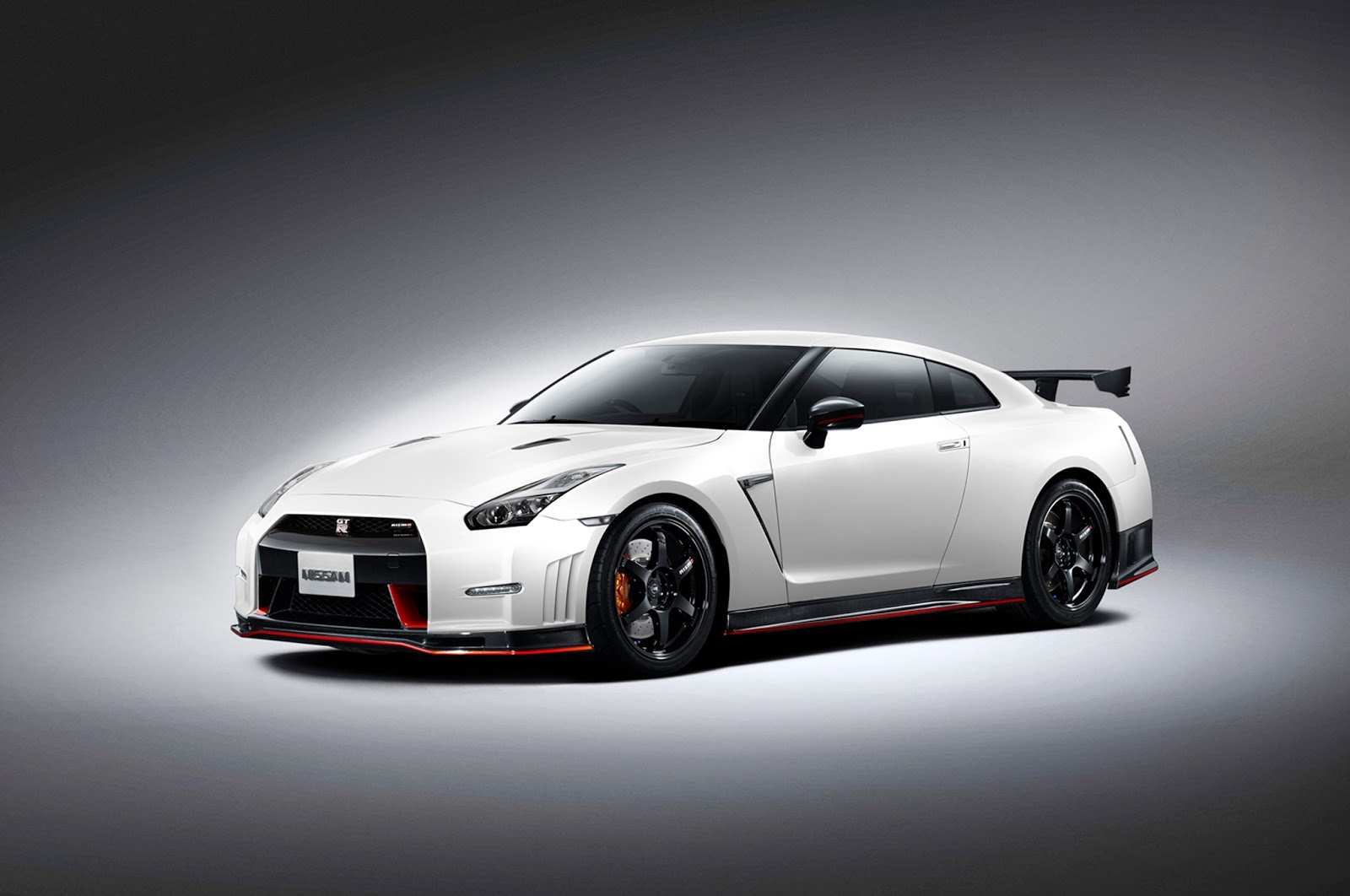 2015 nissan gt r nismo review specs and pictures auto. Black Bedroom Furniture Sets. Home Design Ideas