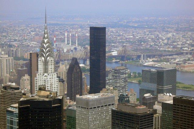 Vistas de edificios como el Edificio Chrysler desde el Empire State Building, Nueva York