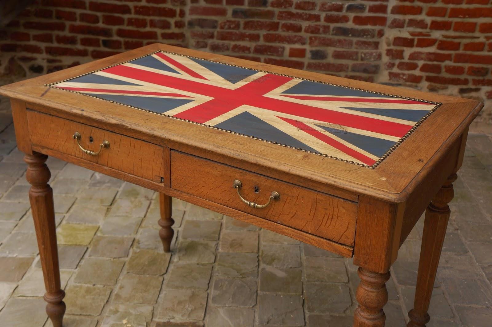 bureau-table-royaume-uni-vieilli-nord-urlu-et-berlu