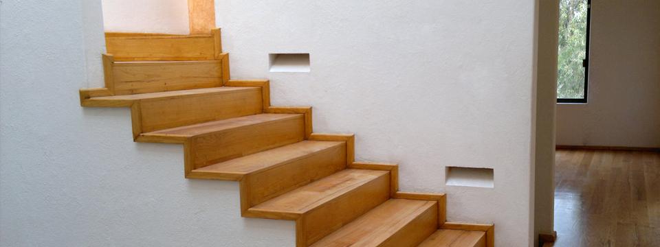 El maestro de obras xavier valderas construcci n de escaleras for Casa elegante en mal estado