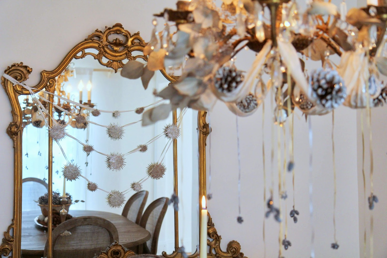 Christmas-Chandelier-and-Mirror