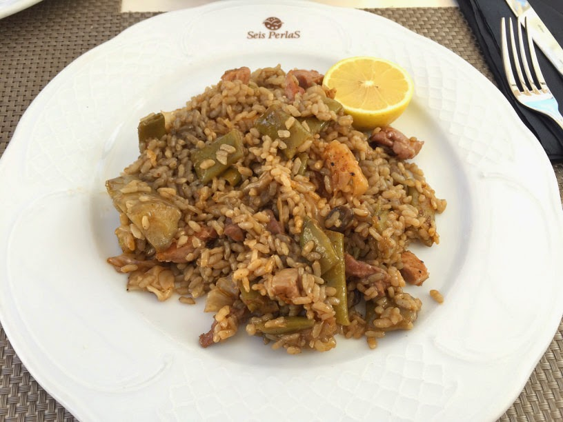 Paella en el restaurante Seis Perlas