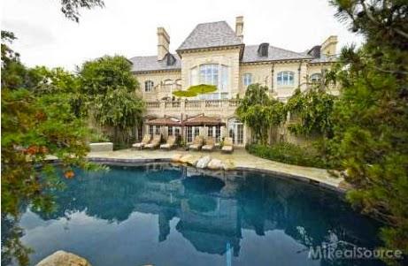 A mansão com piscina