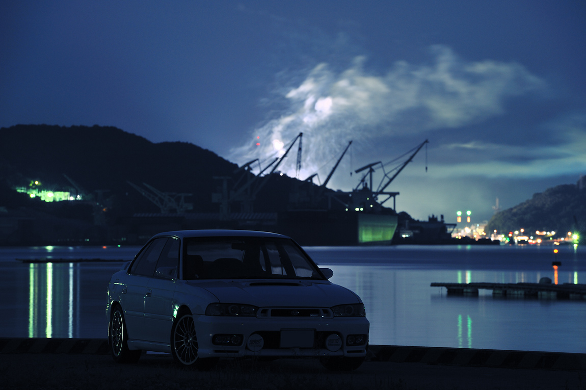 Subaru Legacy II, japoński samochód, motoryzacja, jdm, zdjęcia, fotki, photos, tuning, nocna fotografia, samochody nocą, po zmroku, auto, sedan, AWD, boxer