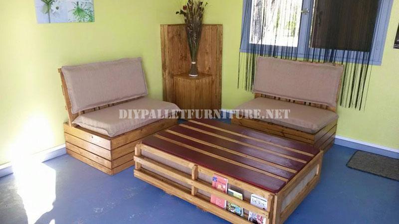 Sillones y mesa exterior con palets for Sillones para jardin hechos con palets