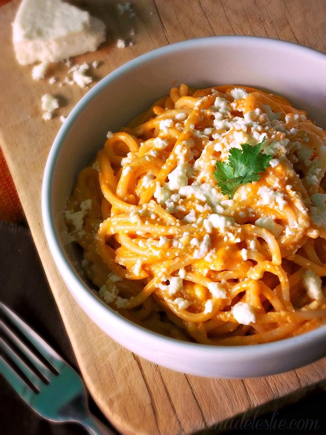 Sopa de Espagueti Fácil con Crema y Puré de Tomate - lacocinadeleslie.com
