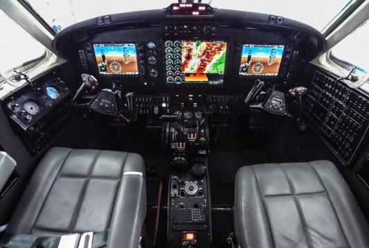 Así quedó el nuevo panel de control del King Air B200 del Ejército de Colombia modificado por Gulf Coast Avionics.