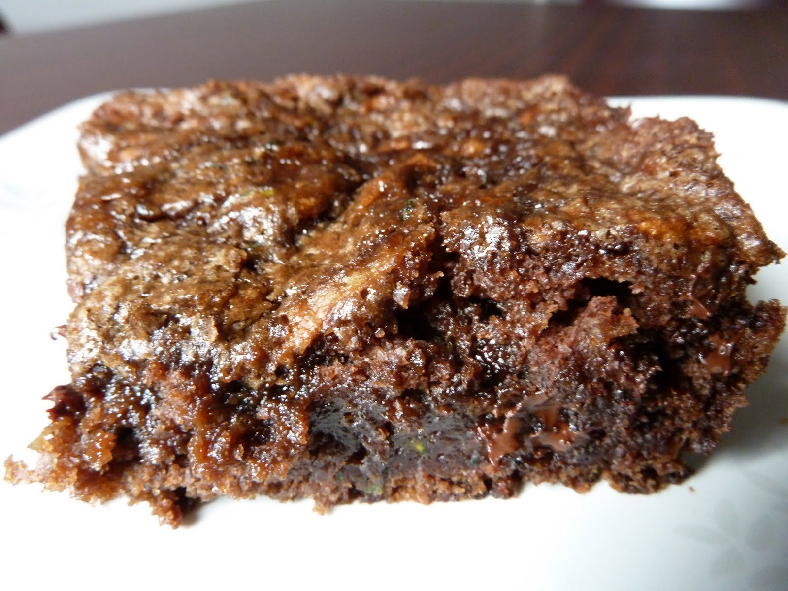 Chocolate Chip Zucchini Brownies | NomzZz