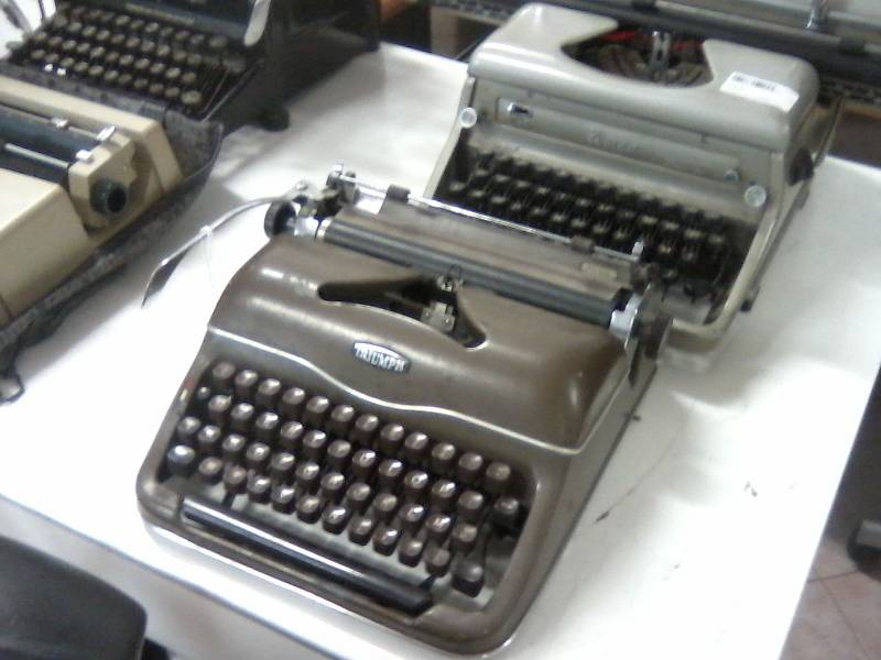2012 07 13 - thrift store typewriters