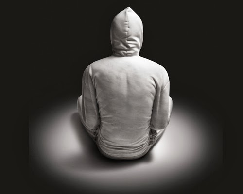 02-Hoodie-2-Australian-Sculptor-Alex-Seton-www-designstack-co